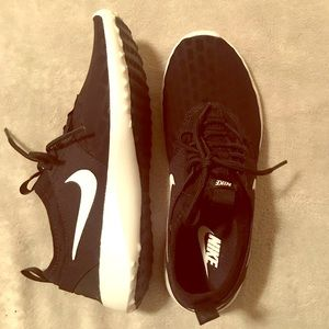Nike sneakers, black & white. Brand new